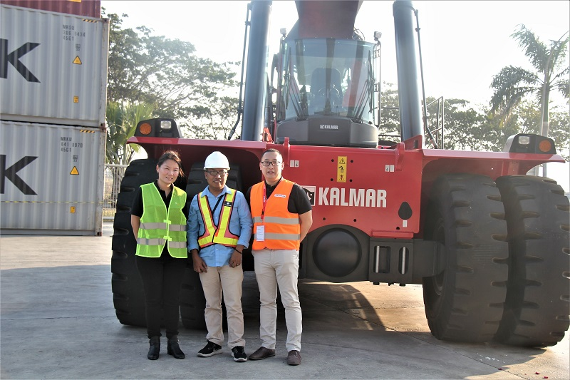 (Ki-Ka) Elvina Chua, Vice President South & Sount East Asia Kalmar; Agus Utomo, GM Operation PT. Cikarang Inland Port; dan Vincent Santoso, COO PT. Indo Traktor Utama