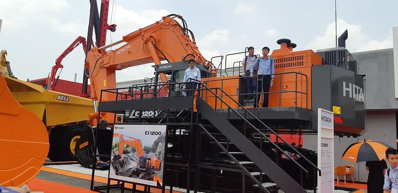 Excavator EX1200-7 yang dipamerkan PT. Hexindo Adiperkasa pada pameran Mining Indonesia 2019 di Jakarta baru-baru ini (Dok. EI).