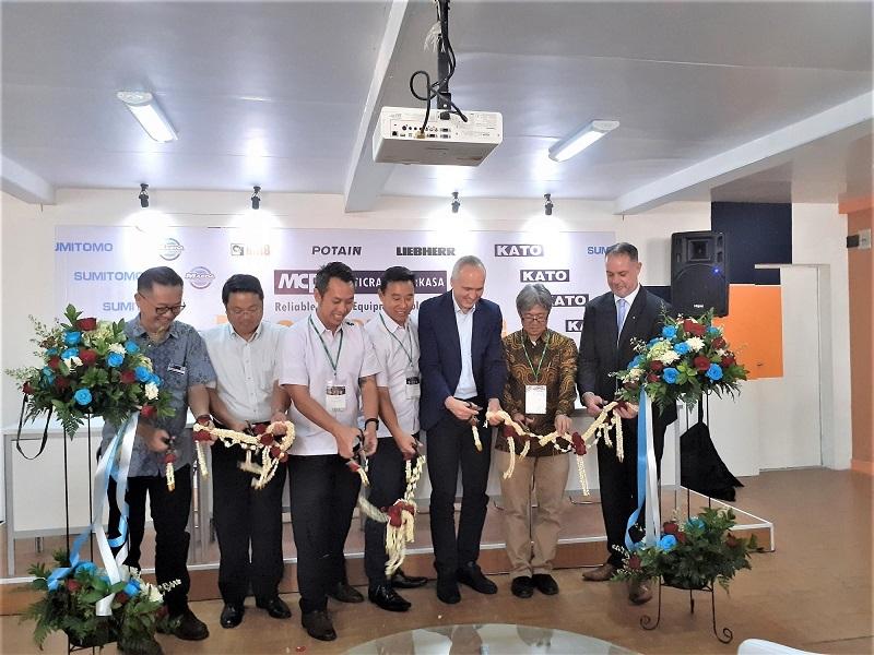 Seremoni peresmian booth PT. Multicrane Perkasa pada acara Mining Indonesia 2019 di Jakarta International Expo Kemayoran, Rabu (18/9)
