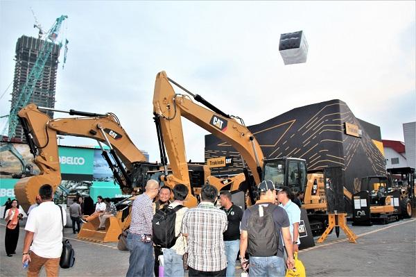 PT. Trakindo Utama menurunkan beragam model alat, dari yang paling kecil hingga paling besar, seperti Hydraulic Mining Shovel CAT 6015B