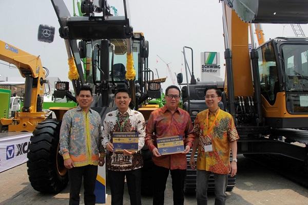 Kerja sama pembiayaan alat berat antara PT Gaya Makmur Putra, salah satu anak usaha dari GMT Group, dengan MNC Leasing.