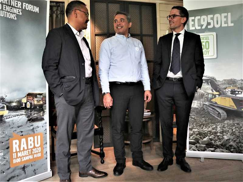 Ki-Ka: Erwin Listya Budi – Key Account Director PT Volvo Indonesia, Nino Putra – Director Aftermarket & Customer Solution Volvo CE Indonesia dan Gerrit Lambert - Director Volvo CE Indonesia (Dok. EI)
