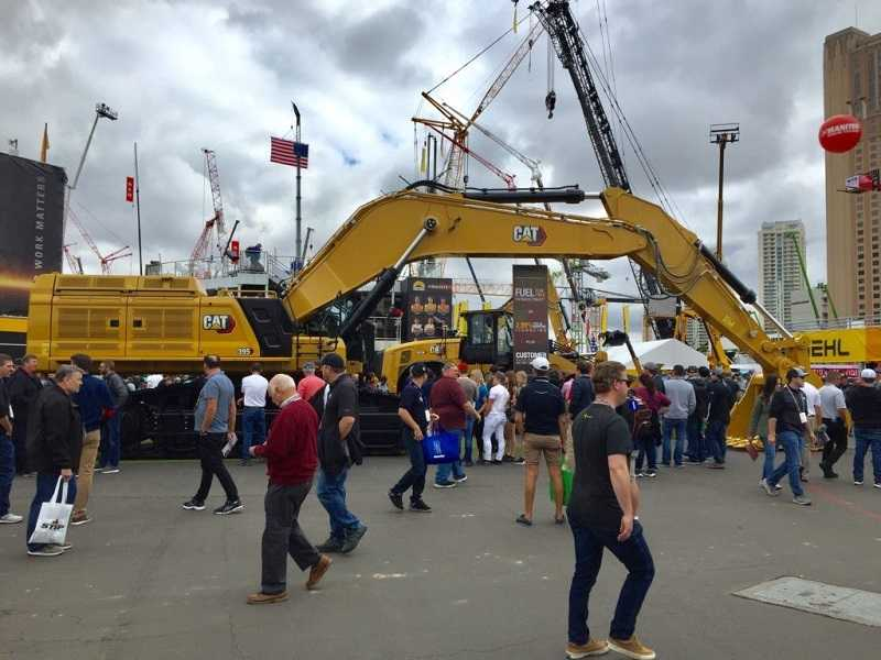 Wheeled hydraulic excavator 395