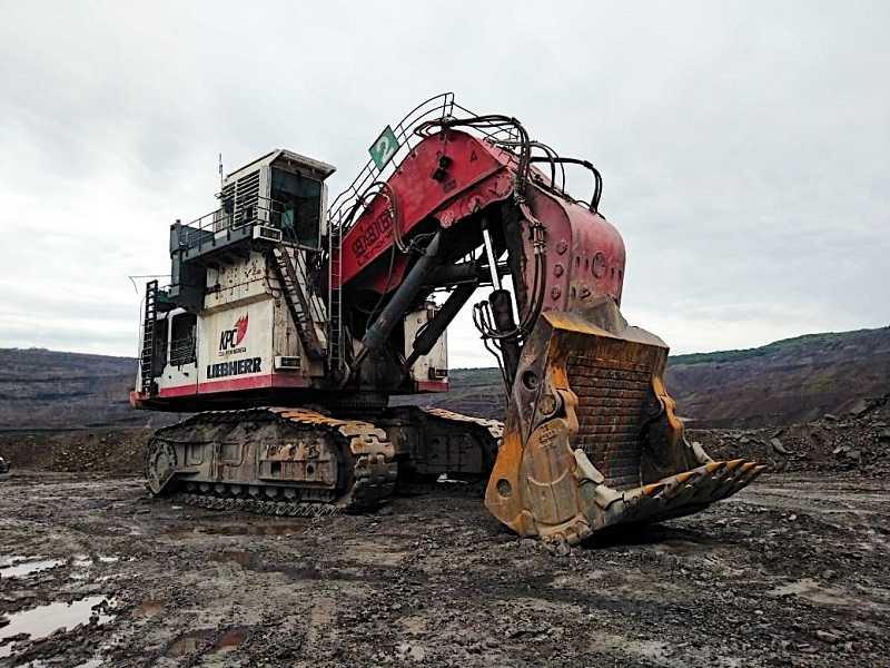 Hydraulic excavator Liebherr R 996 yang beroperasi pada tambang KPC di Sangatta.(Foto: PTL)