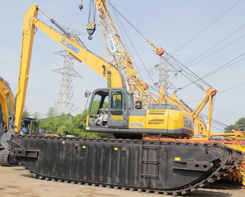 Amphibious excavator XE215 SLL yang menggunakan amphibious track yang dapat digunakan di perairan untuk pengelolaan kebersihan maupun pendalaman sungai (Foto2: EI)