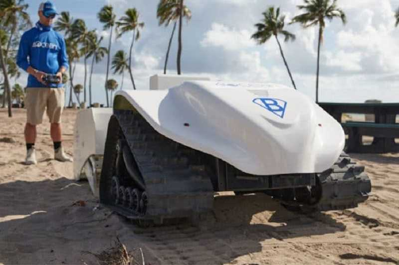 Robot BeBot yang dirancang khusus untuk membersihkan sampah-sampah plastik di pantai. Foto:  Fast Company